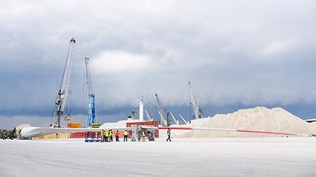 El tour virtual Instawalk de GE lleva al instagramer Nicanor García a la planta de LM Wind Power de Castellón