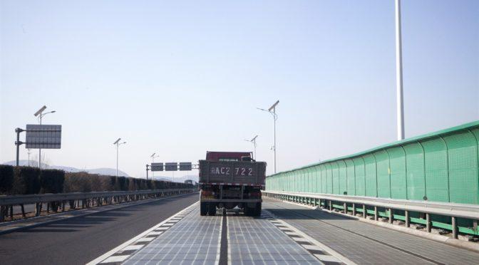 China pone a prueba una autopista hecha de paneles solares