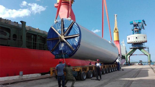 Primeros aerogeneradores de parques eólicos en Puerto Carúpano