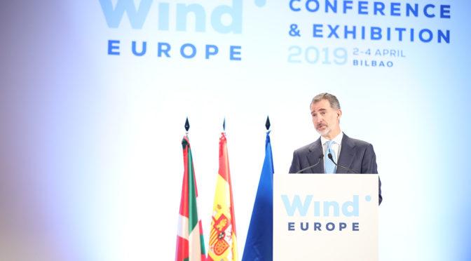 El rey avisa de la urgencia objetiva de la transición a energías renovables
