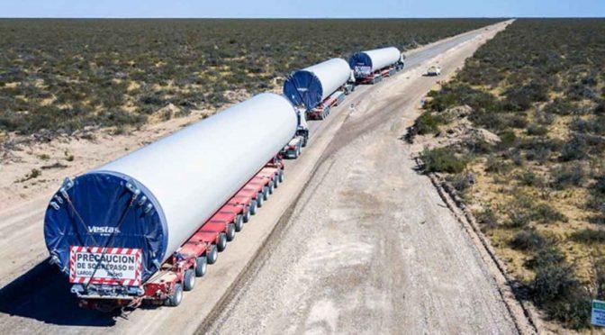 Eólica en  Tornquist: Trasladan desde Bahía Blanca aerogeneradores para parques eólicos