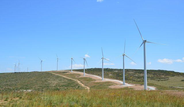 Tras años de frenazo, la industria eólica resurge en España