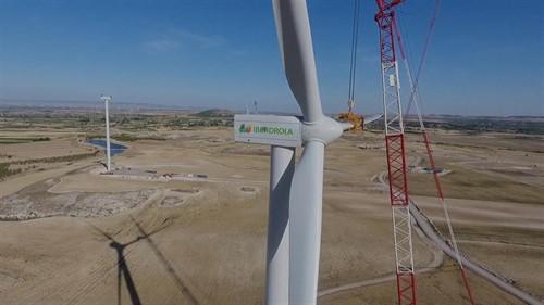 Eólica en Aragón: Iberdrola instala los aerogeneradores en el parque eólico El Pradillo