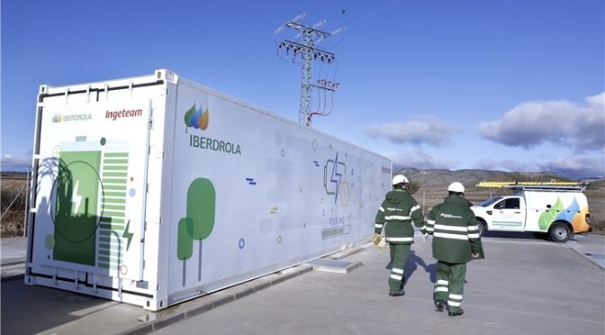 i-DE pone en marcha el primer sistema de almacenamiento con baterías para redes en España