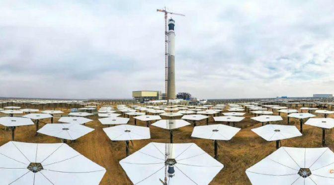 Primera central de energía termosolar de Xinjiang en funcionamiento