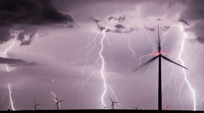 ¿Cómo proteger la eólica frente a los rayos durante la temporada alta de tormentas eléctricas?