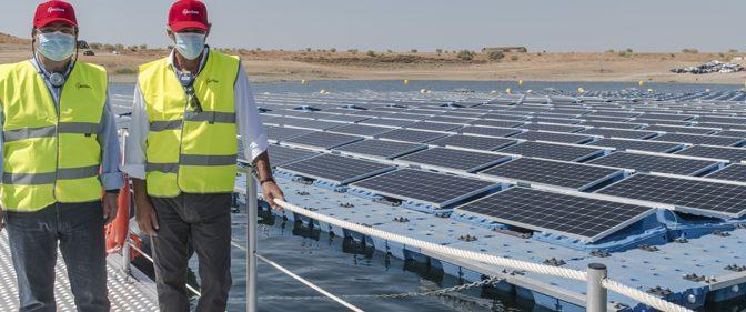Acciona inaugura la primera central de energía solar fotovoltaica flotante