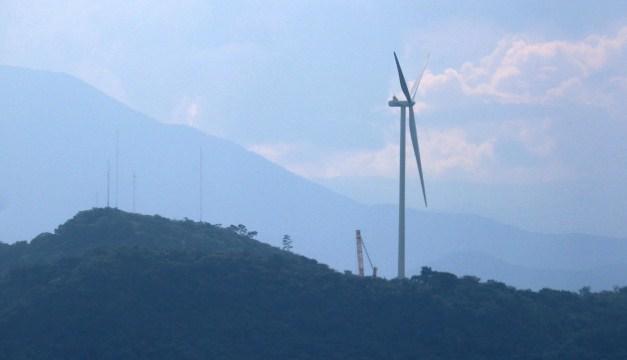 Eólica en El Savador, Ventus instala el primer aerogenerador del parque eólico de Metapán