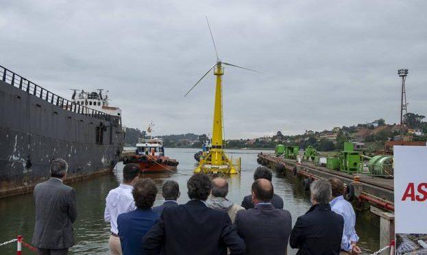 Instalan en el Abra de El Sardinero la primera turbina eólica flotante