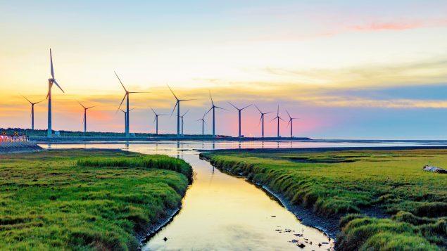 Alberta podría liderar Canadá en energía eólica y solar para el 2025