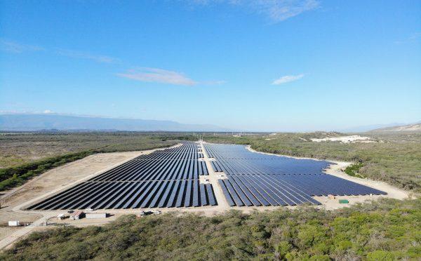 Elecnor se adjudica el mayor proyecto solar híbrido con baterías de Australia