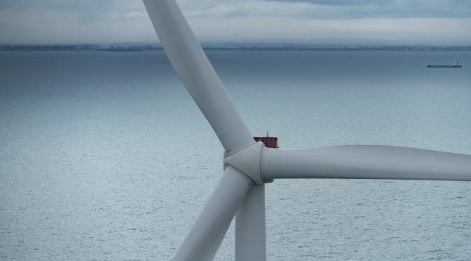Primer aerogenerador V164-9.5 MW instalado en un proyecto de energía eólica flotante