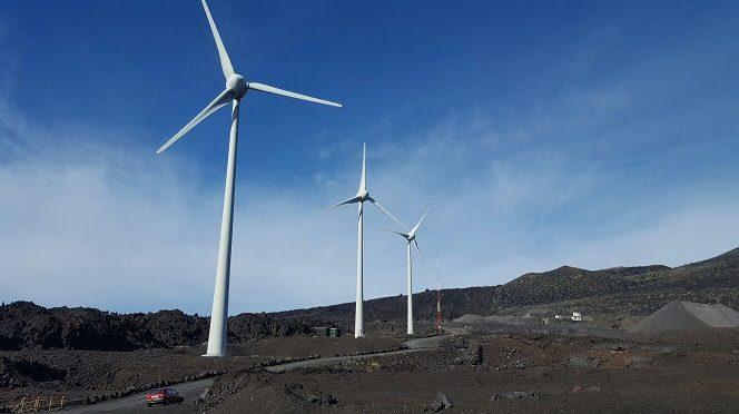 Endesa prueba nuevo sistema de iluminación láser en eólica en Canarias para proteger a las aves