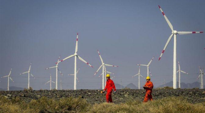 Xinjiang alcanza récord de eólica y solar