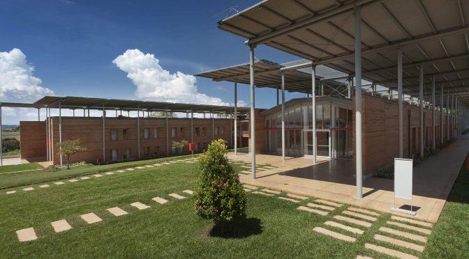 Las energías renovables iluminan Uganda