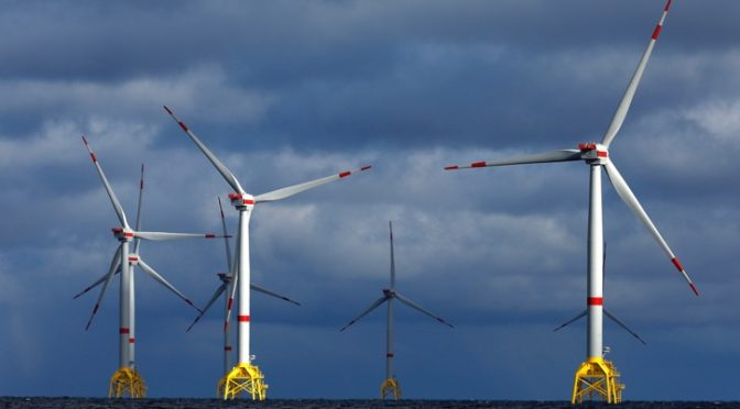 Iberdrola cierra un acuerdo marco con Navantia y Windar para futuros parques eólicos marinos
